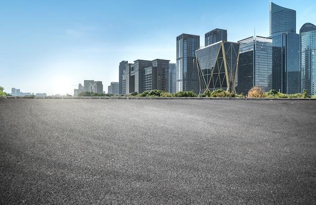 Surface Du Sol De La Route Vide Avec Des Bâtiments Emblématiques De La Ville Moderne En Chine Photo Premium