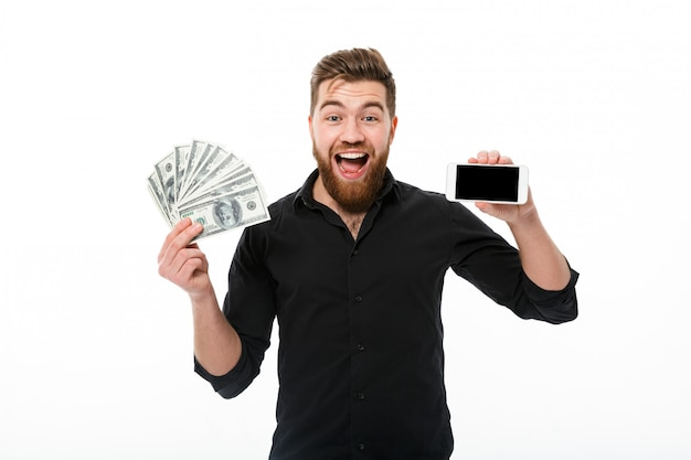 Surpris Heureux Homme D'affaires Barbu En Chemise Tenant De L'argent Photo gratuit