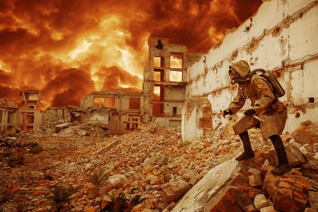 Survivant de l'apocalypse nucléaire Photo Premium