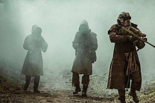 Survivants Nucléaires Post-apocalyptiques Photo Premium