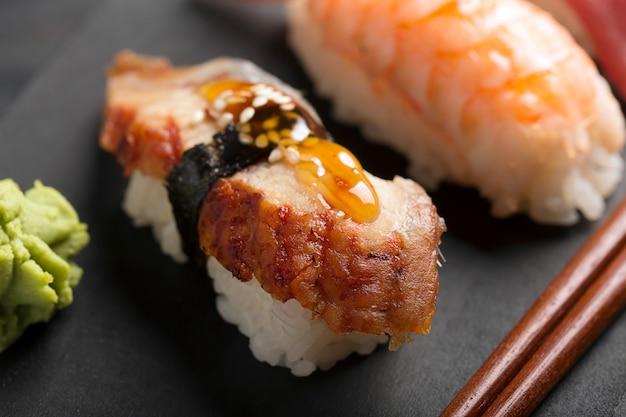 Sushi D'anguille Fumée Photo Premium