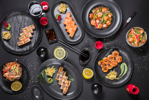 Sushi au restaurant asiatique Photo gratuit
