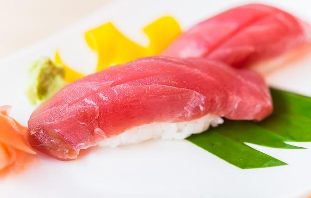 Sushi au thon Photo gratuit