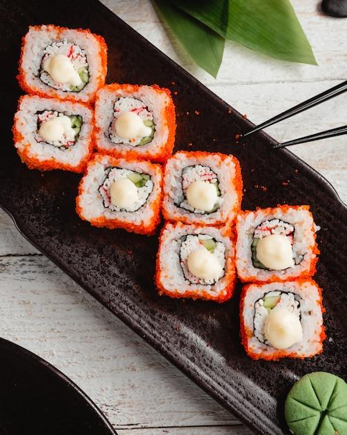 Sushi california avec du riz Photo gratuit
