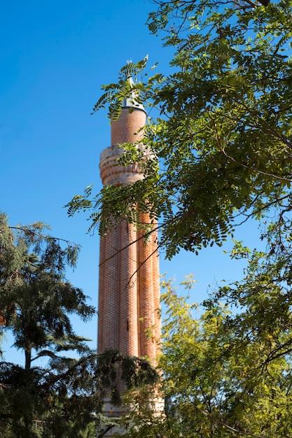 Symbole D'antalya - Le Minaret Yevli Dans La Vieille Ville De Kaleici Photo Premium