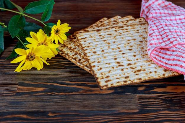 Symbole de la fête juive, nourriture juive pâque pâque juive Photo Premium