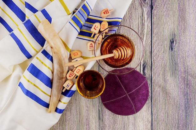Symbole juif rosh hashanah vacances matzoh pain pâque torah Photo Premium