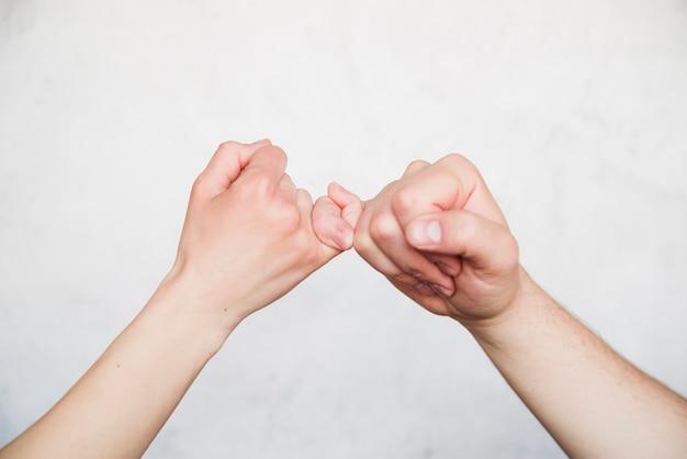 Symbole de réconciliation sur fond blanc Photo gratuit
