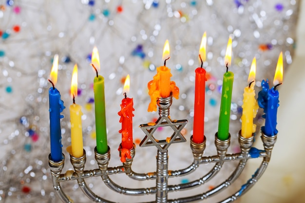 Symboles de hannukah de vacances juives - menorah Photo Premium