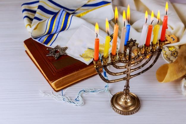 Symboles hannukah de vacances juives Photo Premium