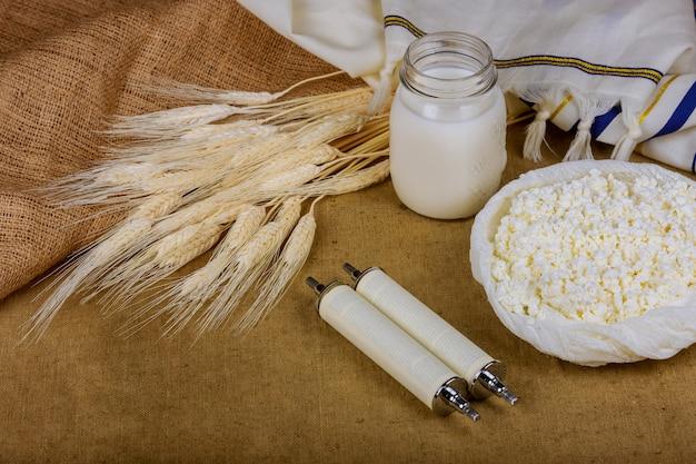 Symboles de la nourriture juive de la torah du blé de la shaah shavuot kasher Photo Premium