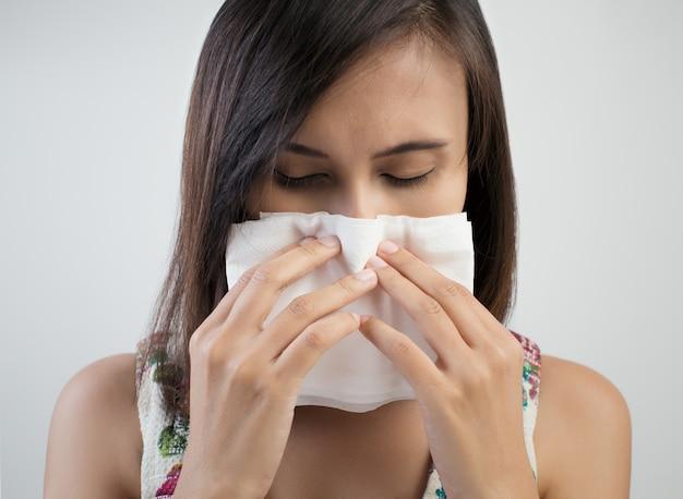 Symptôme Grippal, Rhume Ou Allergie Photo Premium