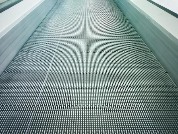 Système électronique En Mouvement Ou Escalator Moderne Dans Un Centre Commercial. Photo Premium