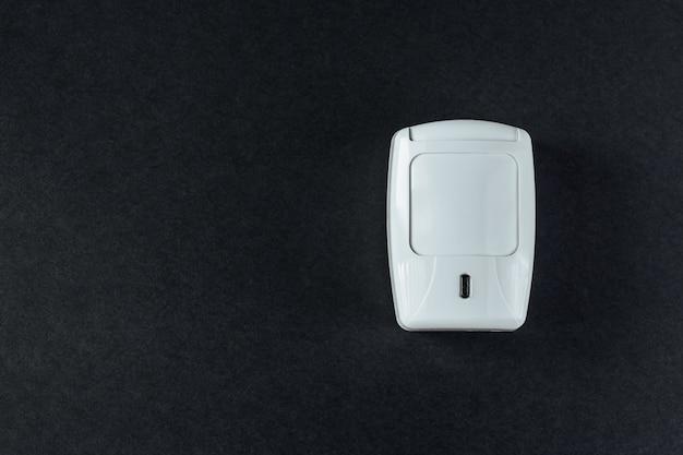 Système de sécurité incendie sur fond noir Photo Premium