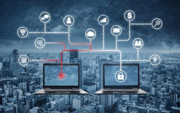 Système de sécurité internet et réseau en ligne. piratage informatique et vol de données d'un ordinateur portable Photo Premium