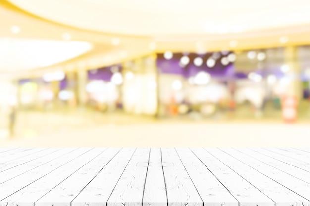 Table En Bois Blanc Vide Perspective Sur Le Dessus Sur Fond Flou Photo Premium