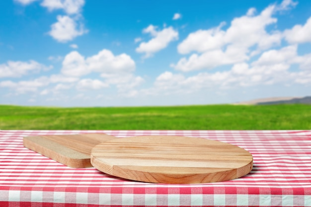 Table en bois avec champ Photo Premium