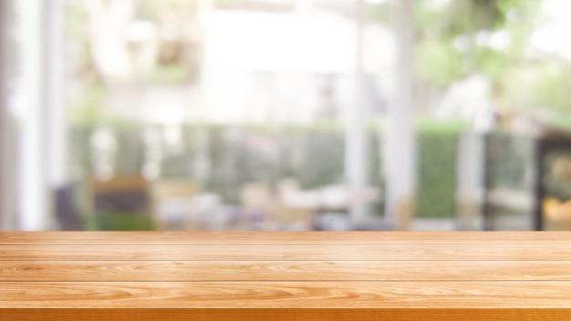 Table en bois dans l'arrière-plan flou du restaurant moderne Photo Premium