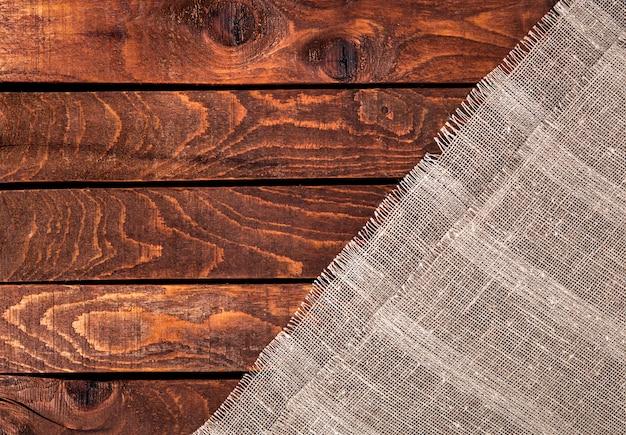 Table en bois avec toile. Photo Premium