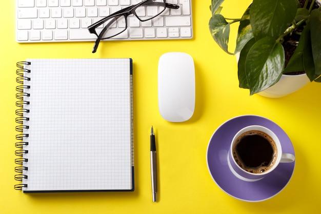 Table de bureau moderne Photo Premium