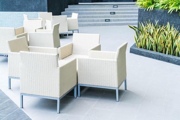 Table et chaise de patio en plein air Photo Premium