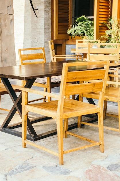 Table et chaise vides Photo gratuit
