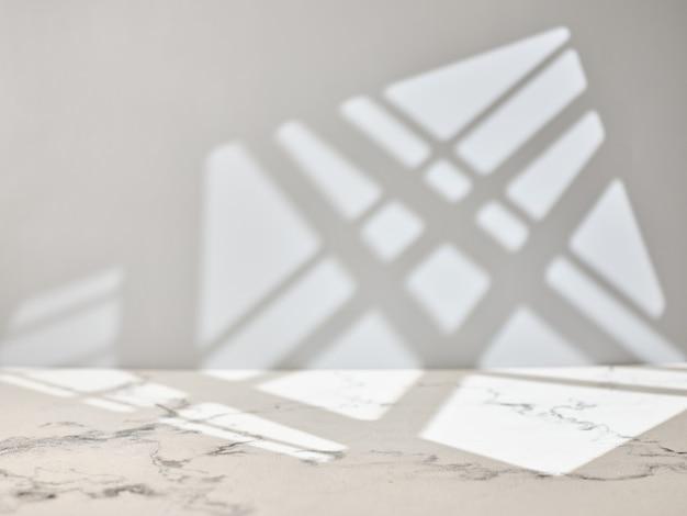 Table De Cuisine En Marbre Avec Lumière De La Fenêtre. Photo Premium