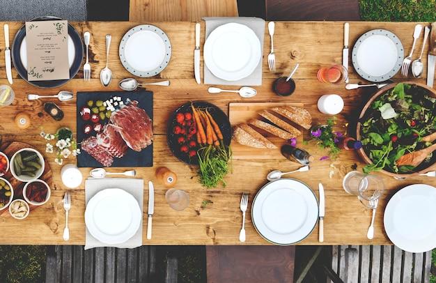 Table à dinner Photo Premium