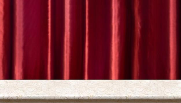 Table en marbre à l'arrière-plan flou luxe rideau rouge vif. Photo Premium