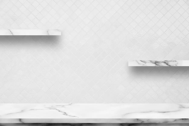Table en marbre blanc avec décor intérieur intérieur blanc en céramique salle mur fond. Photo Premium