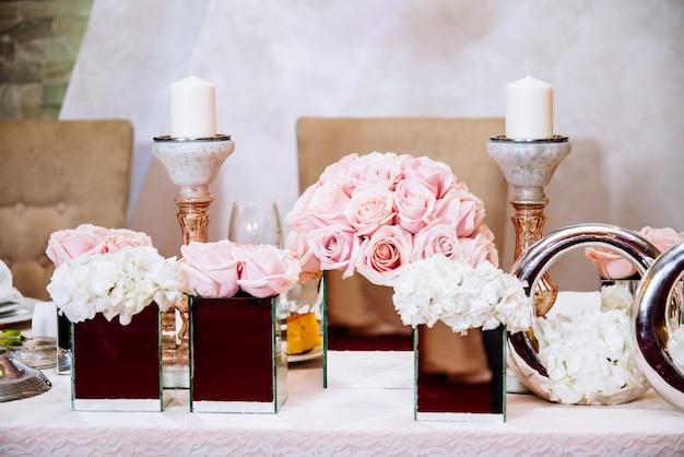 Table de mariage luxueusement décorée Photo Premium
