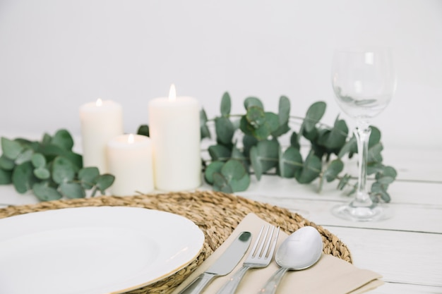 Table avec ornements romantiques Photo gratuit