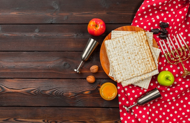 Table de pâques avec vin Photo Premium