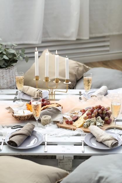 Table Pleine De Nourriture Photo gratuit