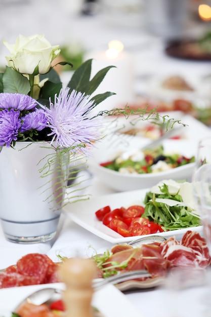 Une table pour fêter Photo gratuit