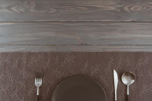 Table de restaurant avec des couverts Photo gratuit