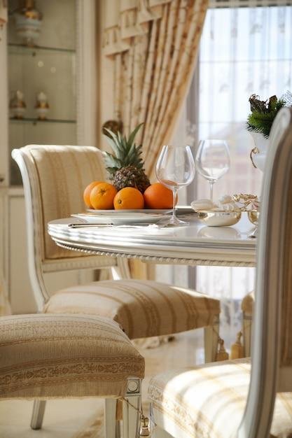 Table Servie Avec Des Fruits Photo Premium