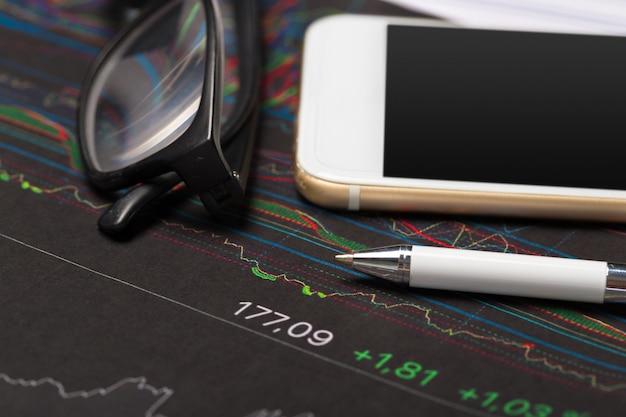 Tableau des affaires montrant le succès financier Photo Premium