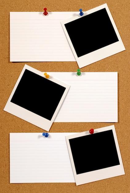 Tableau d'affichage avec photos polaroid Photo gratuit