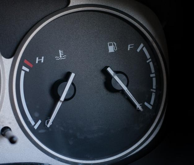 Tableau de bord de jauge de carburant Photo Premium