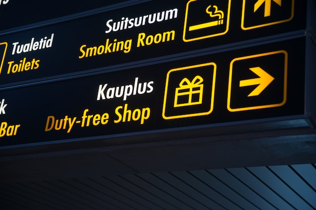 Tableau duty free à l'aéroport Photo Premium