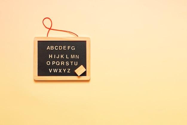 Tableau Noir Miniature Et Lettres De L Alphabet Anglais Photo Premium
