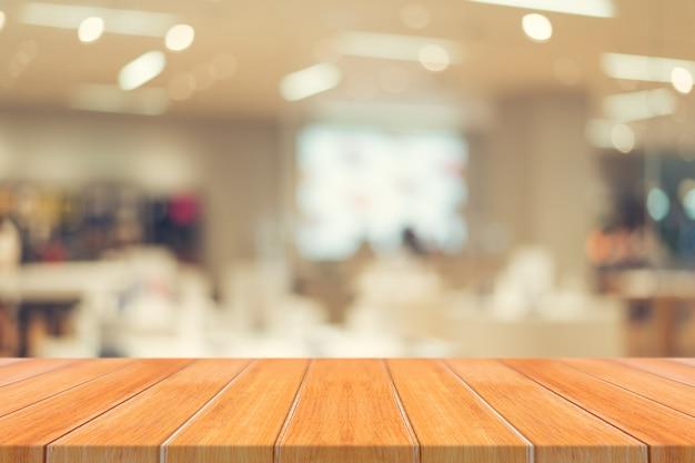 Tableau vide de planche de bois flou au fond du café. Photo Premium