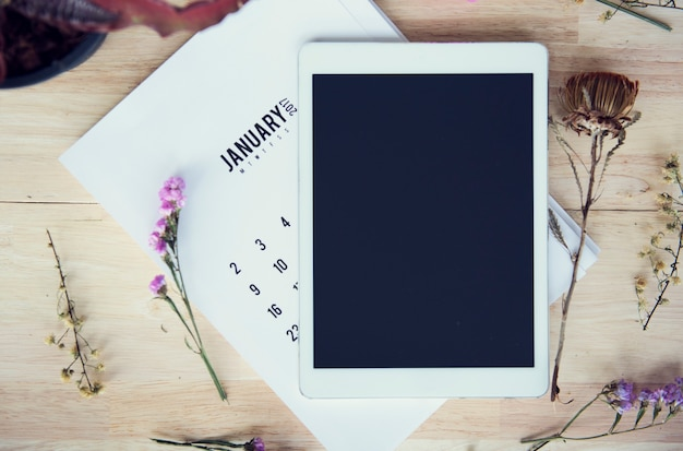 Tablet numérique technologie flatlay floral Photo Premium