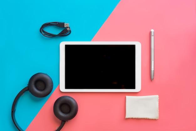 Tablette Avec Un Casque Moderne Photo Premium
