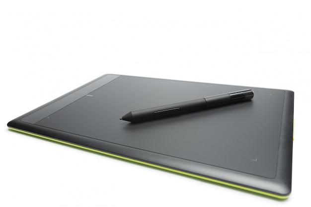 Tablette graphique avec stylo pour illustrateurs et concepteurs, isolé Photo Premium