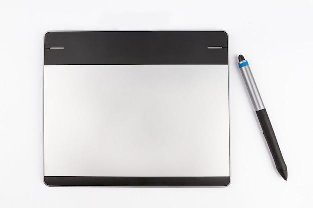 Tablette stylo sur fond blanc Photo Premium