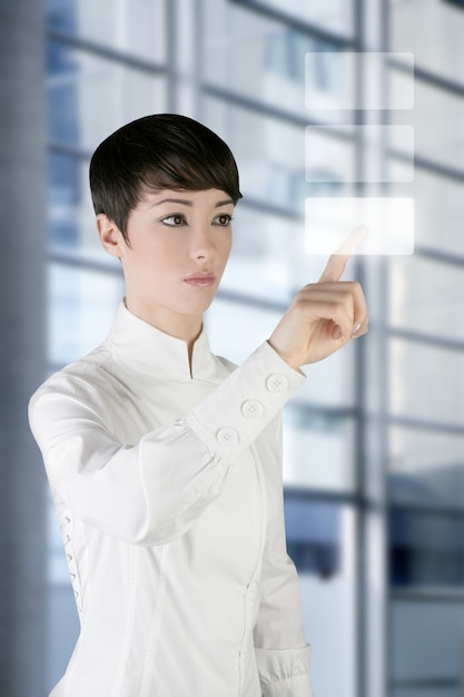 Tablette tactile doigt de femme d'affaires futuriste Photo Premium