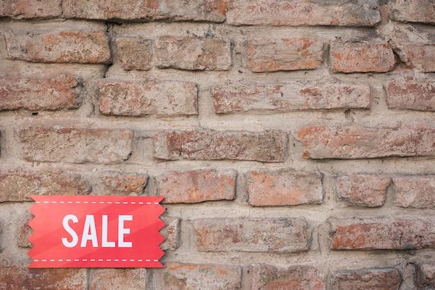 Tablette De Vente Rouge Sur Le Mur De Briques Photo gratuit