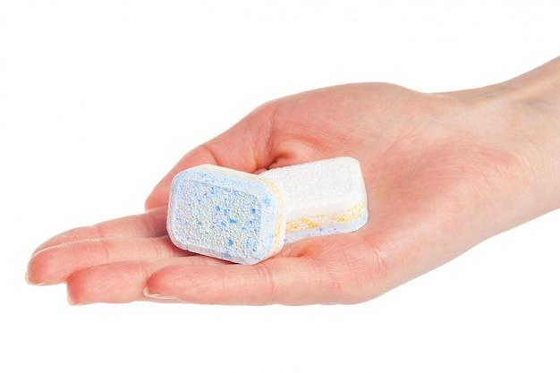 Tablettes lave-vaisselle sur blanc Photo Premium